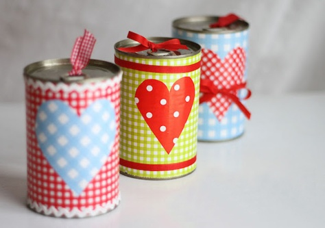 upcycling-valentines-day-gift-idea-from-old-tin-can-romantic-decoration-for-her